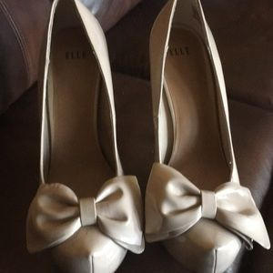 Elle tan leather high heel shoe size 8 with bow